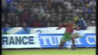 Paulo Futres Dribblings gegen Schottland