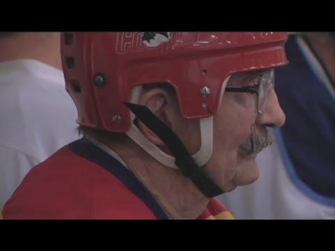 VIDEO:  V Minnesotě hraje hokej 94-letý dědeček!