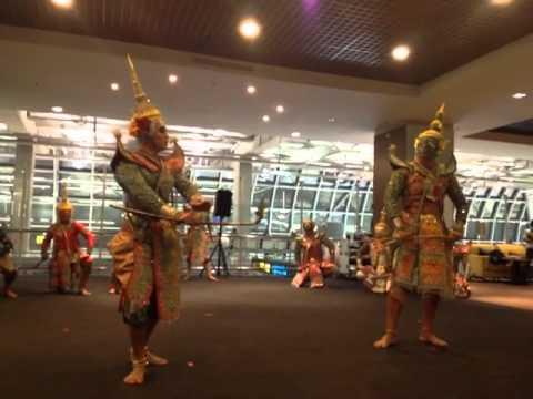 ชมรมโขนการบินไทย - การแสดงโขน ตอนยกรบ 12 สิงหาคม 2556