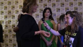 Here are my interviews with The Defenders' Sigourney Weaver and Elodie Young.Comic Uno Facebook: https://www.facebook.com/ComicUnoReviews/?fref=ts&ref=br_tf Comic Uno's Twitter: https://twitter.com/ComicUnoBuy Like Father, Like Daughter #1-3 in print: https://www.facebook.com/LikeFatherLikeDaughterComic/app/251458316228/ Buy Like Father, Like Daughter #1-3 on Comixology:  https://www.comixology.com/Like-Father-Like-Daughter/comics-series/70027Like Father, Like Daughter Website:http://likefatherlikedaughter.webcomic.wsMedia Madness Like Page: https://www.facebook.com/MediaMadnessVidcast?fref=ts