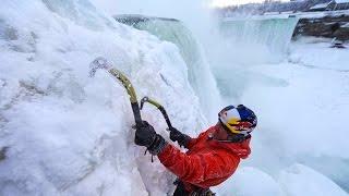 Il escalade les chutes du Niagara alors qu'elles sont gelées