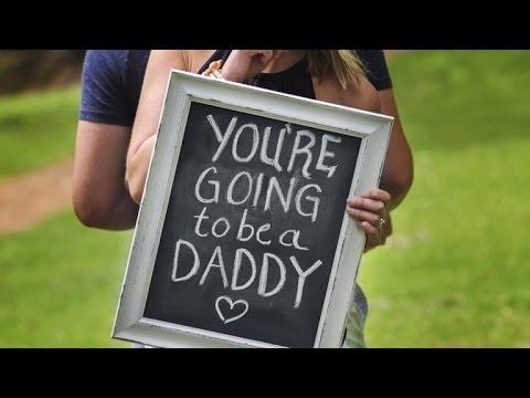 這女生偷偷跟攝影師「聯手欺騙丈夫」,當丈夫轉過頭看見妻子「黑板上寫下的字」…他當場就開心哭了!