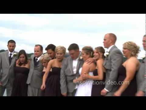 Έγιναν όλοι μούσκεμα για να βγάλουν μια χαριτωμένη φωτογραφία γάμου!