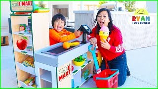 Video Ryan Pretend Play Grocery Store Shopping Super Market Toys! MP3, 3GP, MP4, WEBM, AVI, FLV Maret 2019
