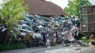 Kilkadziesiąt ton śmieci na posesji w Piątnicy
