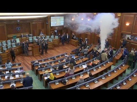 Κόσοβο: Δακρυγόνα εντός του Κοινοβουλίου