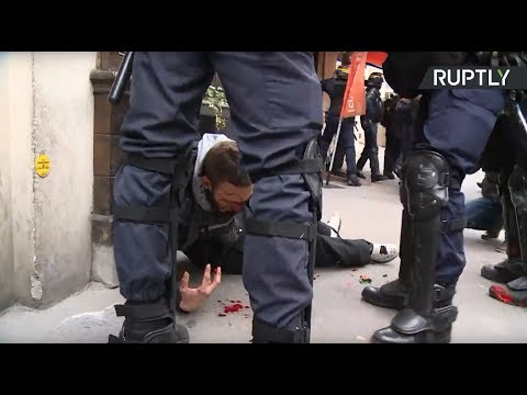 Беспорядки в Париже на протесте против реформ Макрона — LIVE