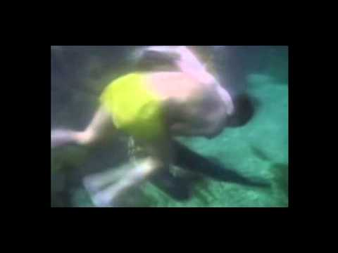 girl fight underwater