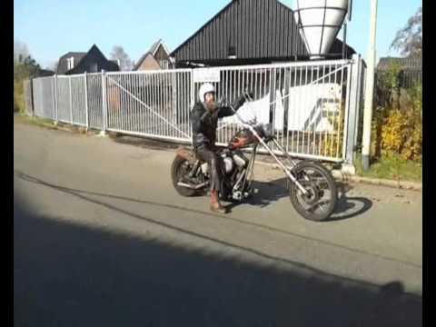 HARLEY - Dragrace between Hildo, the owner & builder, of a 25 year old Harley Ratbike Chopper and the owner of a 170hp+ Honda CBR1000RR Fireblade. This man has consid...