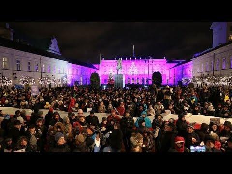 Kolęda dla prezydenta Andrzeja Dudy przed Pałacem Prezydenckim w Warszawie.