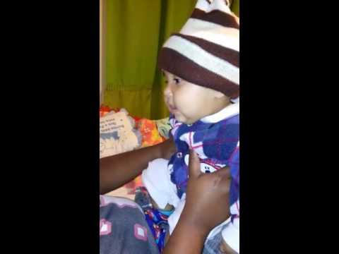 O bebê mas risada gostosa