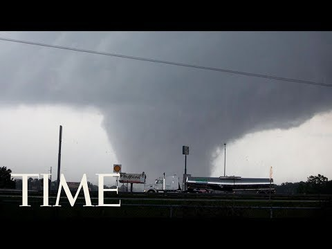 Tornadoes Damage Homes And Caused Power Outages Across The U.S. Southeast  | TIME (видео)