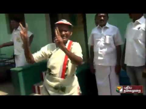Prachara-Medai-Elderly-woman-dances-during-ADMK-election-campaign-in-Thirunelveli