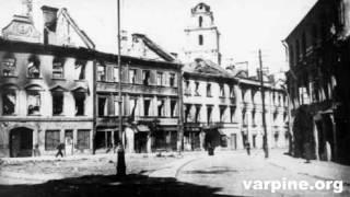 """Gyvename įsisenėjusių mitų apsuptyje. Dar visai nesenai mes girdėjome, kad Vilnius buvo visiškai suniokotas vokiečių Antro pasaulinio karo metu. Vėliau teko girdėti, kad visai nieko blogo nebuvo nutikę ir visi sugriovimai tai 1944 metų Raudonosios Armijos operacijos metu. O kokie gandai sklido po 1945 metais įvykusio karinio ešalono sprogimo Vilnius stotyje? Juk kai kas net dabar šį įvykį piešia it apokaliptinio mąsto katastrofą . O kur dar teiginiai esą ne vietiniai lietuvių architektai , o svetimi nemokšiškai """"tvarkė"""" Vilniaus senamiestį .Mitų daug ir """"Iš savo varpinės"""" svečias Vilniaus tyrinėtojas ir knygos """"100 istorinių Vilniaus reliktų"""" autorius Darius Pocevičius juos narplioja . Vien šios laidos metu buvo paneigti bent 5 plačiai paplitę mitai . Pašnekovas maloniai sutiko ir ateityje aplankyti """"Iš savo varpinės"""" ,tad jau ruošiamosnaujos netikėtos temos apie Vilnių Norintiems įsigyti Dariaus Pocevičiaus knygą : http://kitosknygos.lt/knygos/100-istoriniu-Vilniaus-reliktu"""