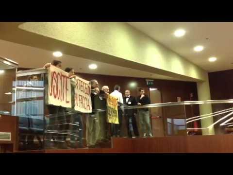 Studenti irrompono in Consiglio regionale