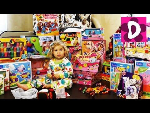 Диана и рома открывают новогодние подарки 26