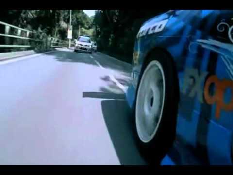 Clip vừa chạy cảnh sát vừa Drift xe