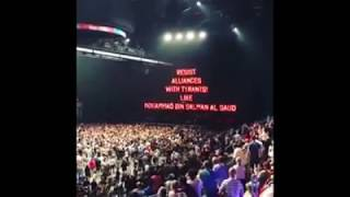 """""""KONSTYTUCJA"""" na telebimie podczas koncertu Rogera Watersa (Pink Floyd)"""