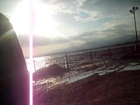 Lago Los Tacariguas - AYER 23-7-2011EL LAGO LOS TACARIGUAS PASO SOBRE EL MURO DE CONTENCION DE LA URB. LA PUNTA. VECINOS ALARMADOS ......NO DUERMEN.