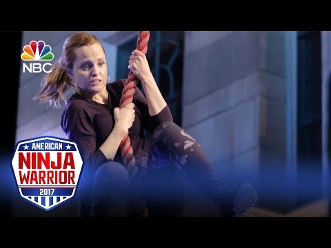 Mena Suvari's Run - Celebrity Ninja Warrior for Red Nose Day