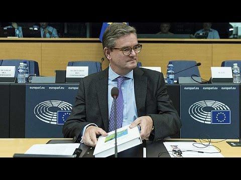 Στρασβούργο: Στην κρίση των ευρωβουλευτών ο τελευταίος Βρετανός επίτροπος