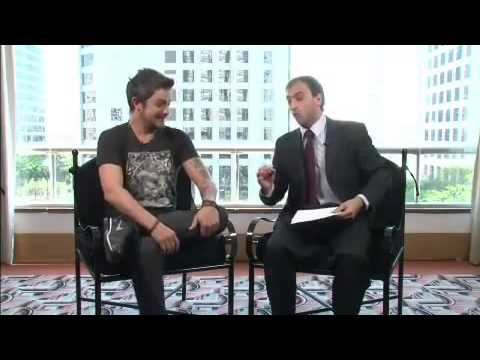 Léo Lins entrevista Alejandro Sanz para o Agora é Tarde - novembro/ 2012