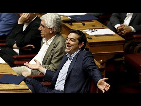 Ελλάδα: Πληγωμένος και από την δεύτερη ψηφοφορία ο ΣΥΡΙΖΑ- Έκπληξη το «ΝΑΙ» Βαρουφάκη.