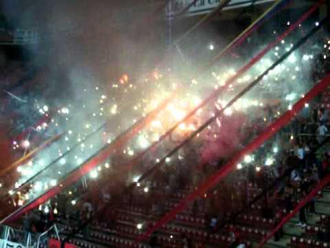 recibimiento de la barra al  Club deportivo lara ante Tolima (sudamericana) - Huracan Roji-Negro - Deportivo Lara