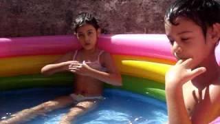 <font><font><font><font>José y Nathi en la piscina</font></font></font></font>