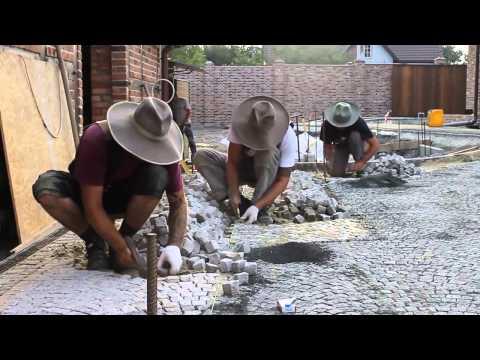 Versetzen von Granit-Mosaik-Pflaster durch Steinkunst Sikorski + Steinkunst Schwaben