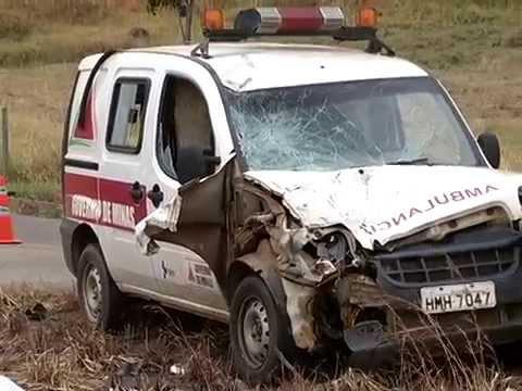 Acidente entre motociclista e ambulância em Itanhomi 09 09 2015