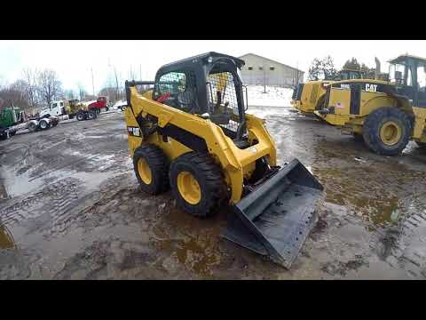 CATERPILLAR MINICARGADORAS 242D equipment video jfD3teUsz1w