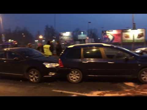 Wideo1: Wypadek na wiadukcie w Lesznie