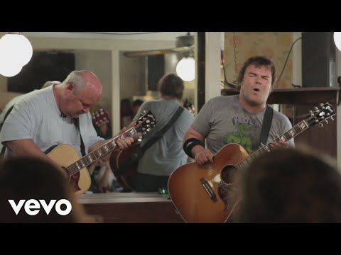 Tenacious D - Low Hanging Fruit performed in a restaurant. May the D forever reign!