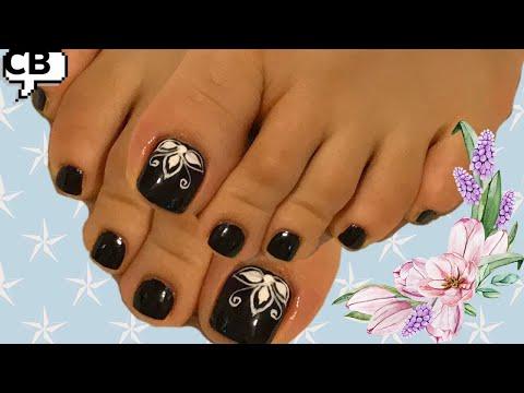 Decoracion de uñas - Decoración en Blanco  y Negro para uñas de los pies