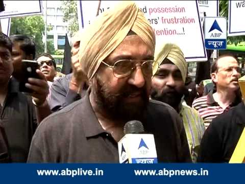 People protest agaist DLF over failure to deliver properties 30 August 2014 02 PM