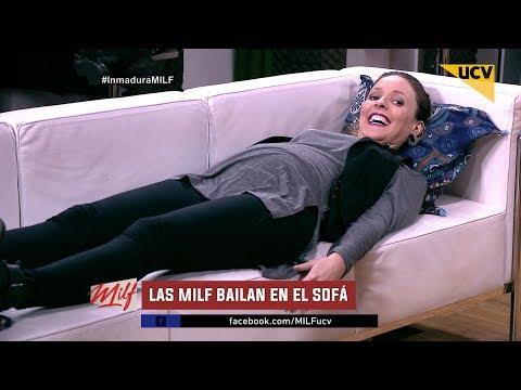 """video Las """"MILF"""" imitan el baile sexy de Shakira en el sofá"""