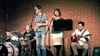 Video Dooušek bez basy: Křehké okamžiky, Café Práh