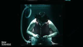 عرض موسيقى غريب ومبهر تحت الماء