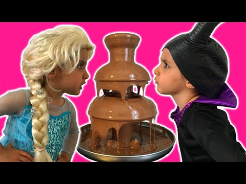 Elsa Vs Maleficent Real Life Disney Princess Movie + CHOCOLATE FOUNTAIN + Candy + 10 Surprise Eggs! (видео)