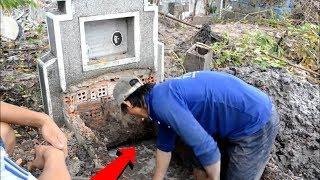 Video Terekam Jelas!! Dari Dalam Kuburan Tiba-tiba Muncul Suara Aneh! Pas Diperiksa Ternyata Ular Raksasa! MP3, 3GP, MP4, WEBM, AVI, FLV April 2019