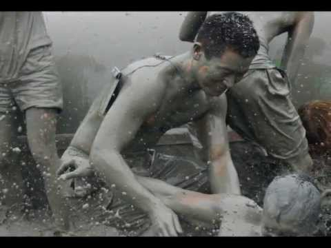 VIDEO: Mud Wrestling Boryeong Mud Festival