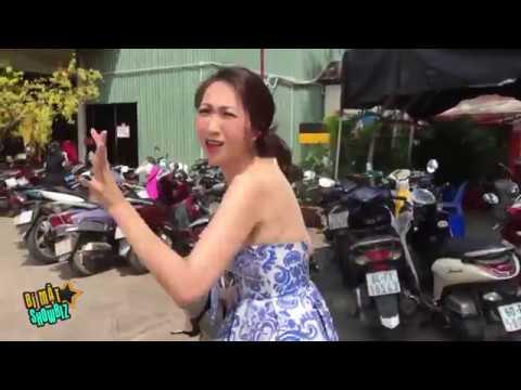 [8VBIZ] - Chết cười với hình ảnh mẹ bỉm sữa của Lều Phương Anh xách giày đi sự kiện - Thời lượng: 2 phút, 58 giây.
