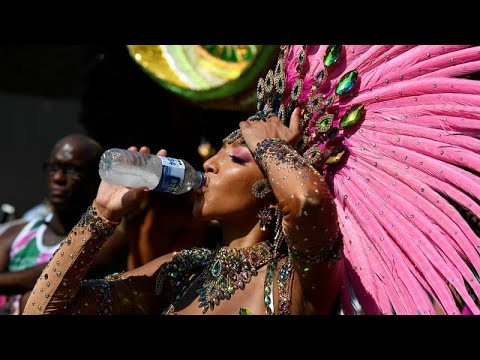 Notting Hill Karneval bei 32° im Schatten in London - ...