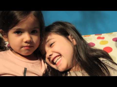 Ver vídeoSíndrome de Down: chicos y chicas jugando juntos