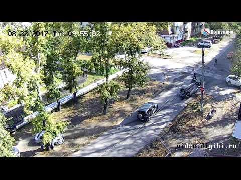 Тройное ДТП с переворотом 22.08.2017 - DomaVideo.Ru