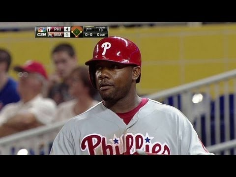Video: PHI@MIA: Howard's two-run single busts game open late