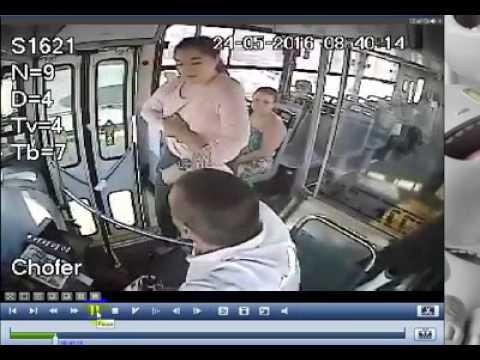 Chofer de transporte publico es golpeado por una pasajera