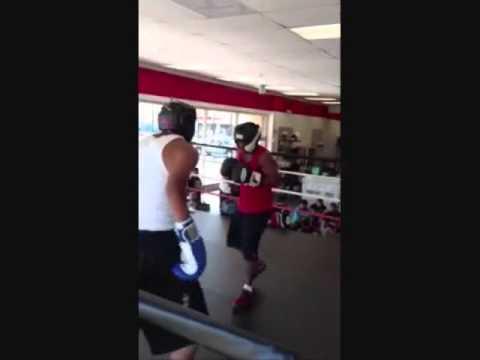 15-vuotias nyrkkeilijä vs 20-vuotias katutappelija