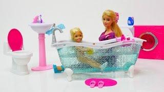 Video Barbie ve Ken banyo eşyalarını yerleştiriyorlar. Kukla oyunu MP3, 3GP, MP4, WEBM, AVI, FLV Desember 2017